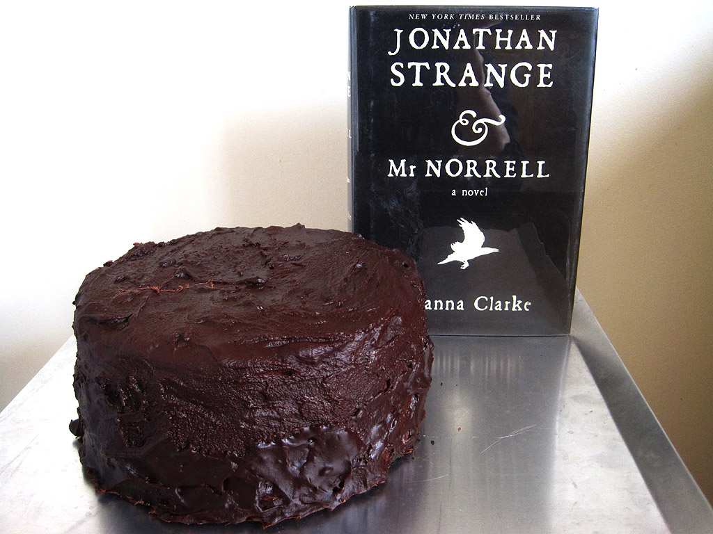 booklish-jonathan-strange-and-mr-norrell-susanna-clarke-whole-cake