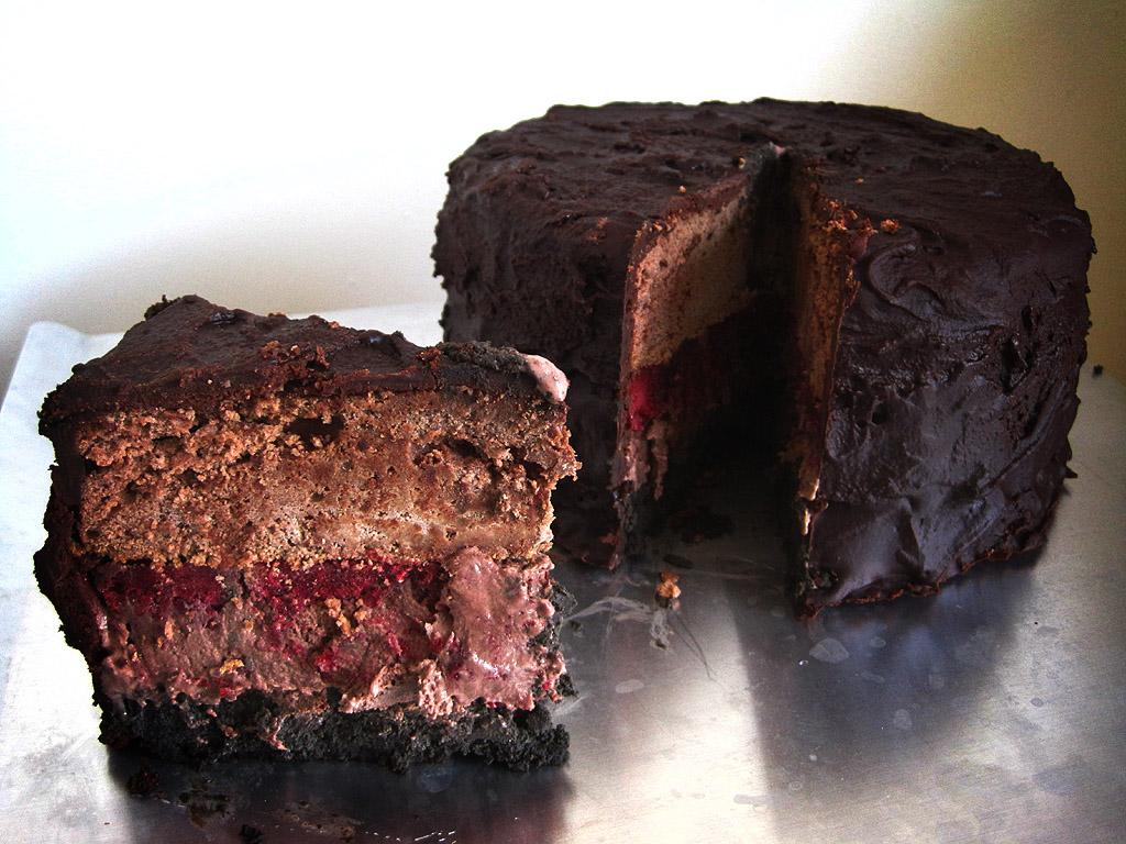 booklish-jonathan-strange-and-mr-norrell-the-black-letters-cake-slice