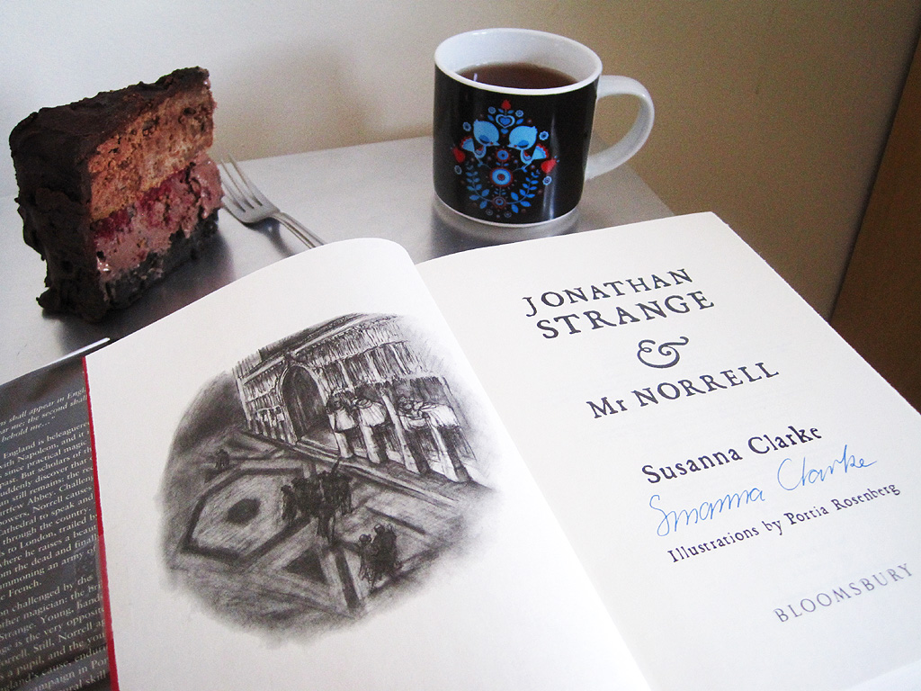 booklish-the-black-letters-jonathan-strange-and-mr-norrell-cake-tea