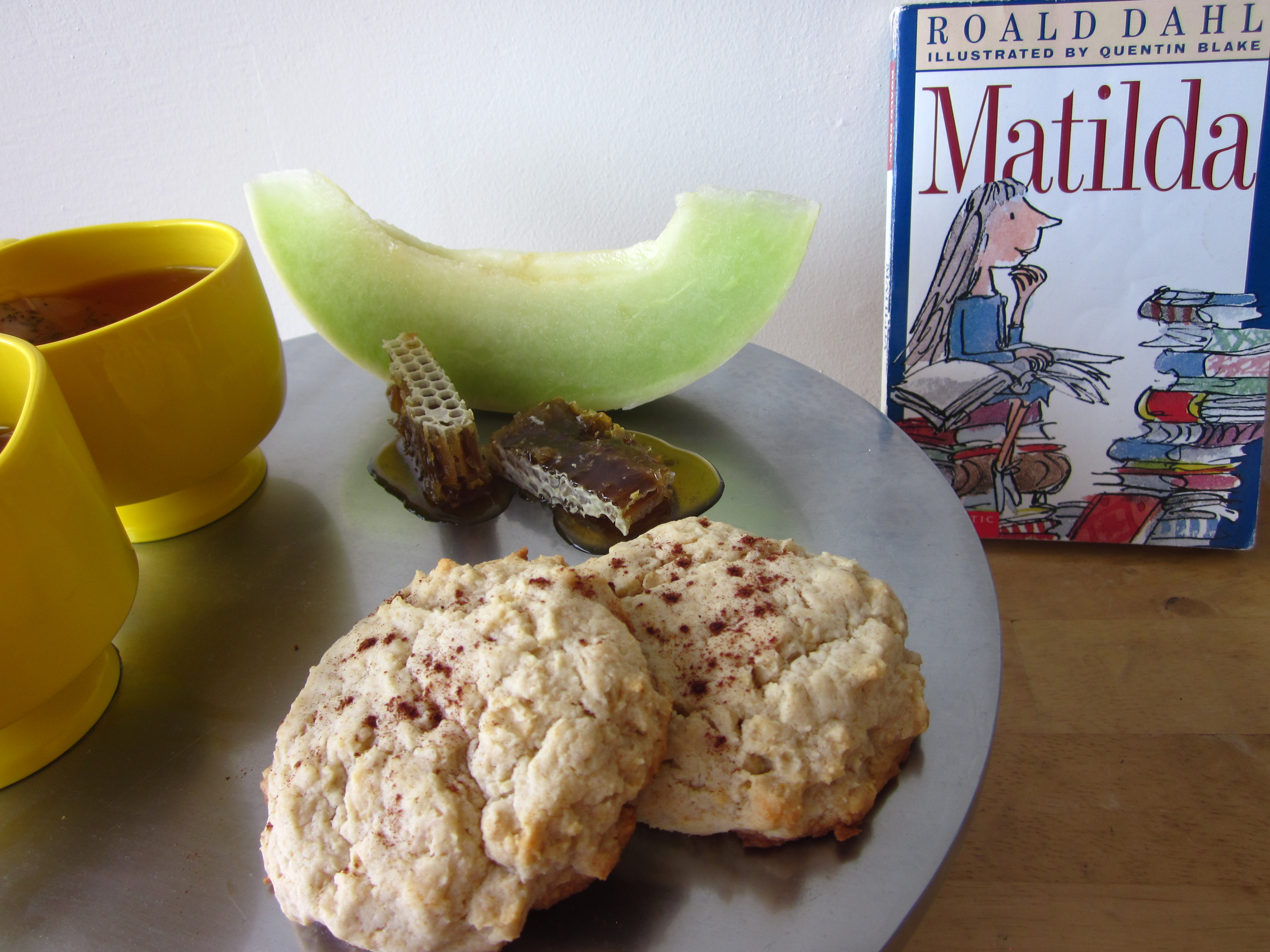 roald-dahl-quentin-blake-with-book-dessert-breakfast-food-recipe-review-honey-oatmeal-scones